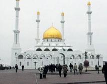 Свыше 60% казахстанцев исповедуют ислам, менее 30% - христианство