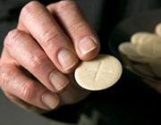 В Кельне местный кардинал отстаивает практику причащения из рук