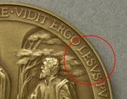 """Первые медали Папы Франциска переплавят: неправильно написали имя """"Иисус"""""""