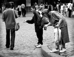 «Деньги на билет»<br/>Как подавать милостыню и помощь с рассуждением (+ВИДЕО)