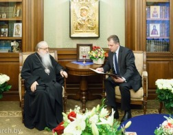 Митрополит Филарет принял поздравления с днем рождения от представителей государства и общественности