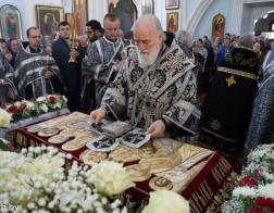 В Великий Пяток митрополит Павел совершил вечерню с выносом Плащаницы в Свято-Духовом кафедральном соборе города Минска
