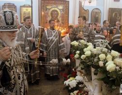В канун Великой Субботы митрополит Павел совершил утреню с чином погребения Господа Иисуса Христа в Свято-Духовом кафедральном соборе города Минска