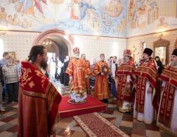 В праздник Радоницы митрополит Павел совершил Литургию в Лазаревском храме Елисаветинского монастыря города Минска