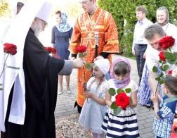 В субботу 4-й седмицы по Пасхе митрополит Павел совершил Литургию в Петро-Павловском храме агрогородка Сеница
