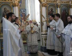 В Троицкую родительскую субботу Патриарший Экзарх совершил Литургию в Свято-Духовом кафедральном соборе города Минска