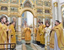 В Неделю 2-ю по Пятидесятнице Патриарший Экзарх совершил Литургию в Свято-Духовом кафедральном соборе города Минска