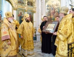 В праздник апостолов Петра и Павла Патриарший Экзарх возглавил Литургию в Свято-Духовом кафедральном соборе города Минска