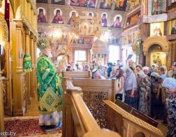 В праздник обретения мощей преподобного Серафима Саровского митрополит Павел возглавил Литургию в Серафимовском приходе города Минска