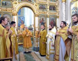 В Неделю 7-ю по Пятидесятнице Патриарший Экзарх совершил Литургию в Свято-Духовом кафедральном соборе города Минска