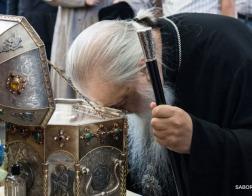 Честной главе преподобного Силуана Афонского поклонился митрополит Филарет