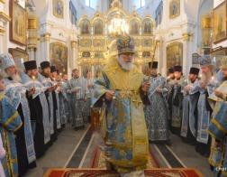 В канун недели 14-ой по Пятидесятнице митрополит Павел совершил всенощное бдение в Свято-Духовом соборе столицы