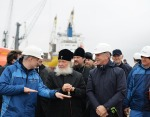 Предстоятель Русской Церкви освятил Троицкий храм в поселке Сабетта на Ямале и посетил завод «Ямал СПГ» и морской порт