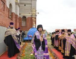 Епископ Борисовский и Марьиногорский Вениамин совершил освящение креста и купола для строящегося храма в Озерицкой Слободе