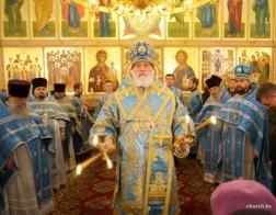 В праздник Покрова Пресвятой Богородицы Патриарший Экзарх возглавил Литургию в Покровском храме города Минска