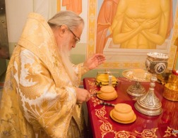 В Неделю 21-ю по Пятидесятнице митрополит Филарет возглавил Литургию в домовом храме Минского епархиального управления