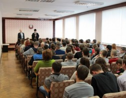 С учащимися Молодечненского государственного колледжа встретился епископ Павел