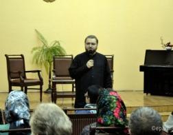 Благочинный гомельского Никольского монастыря провел в городской библиотеке беседу «Быть учителем сегодня — благословение или проклятие?»