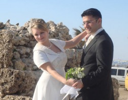 В Турции насильники смогут избежать наказания, женившись на своей жертве