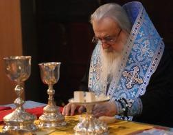 В праздник Введения во храм Пресвятой Богородицы митрополит Филарет молился и причастился Святых Христовых Таин за Литургией в Гродненском Рождество-Богородичном монастыре