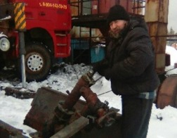 Иркутский священник занялся ремонтом котельной при сельской школе