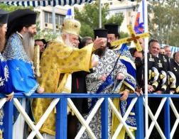 Праздник Крещения Господня (по новому стилю) отметили в главном порту Греции - Пирее