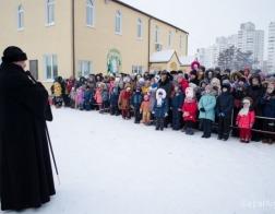 Более 400 детей получили рождественские подарки от епископа Гомельского Стефана