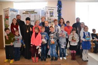 Гостями архиерейской елки в Туровской епархии стали дети из многодетных и малоимущих семей