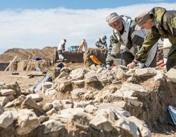 В Керчи нашли старинный барельеф Богородицы с младенцем