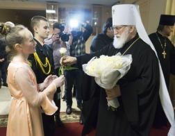 Патриарший Экзарх посетил Рождественский бал в столичной школе №123