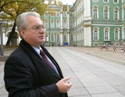 Пиотровский запретил активистам проводить молебен в Эрмитаже