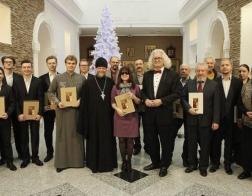 В Национальном художественном музее вручили почетные грамоты участникам проекта «Мир небесный на земле»