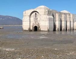 В Мексике из воды появился католический храм XVII века