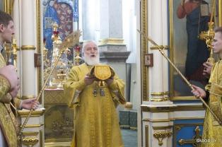 В Неделю сыропустную митрополит Павел совершил Литургию в Свято-Духовом кафедральном соборе города Минска