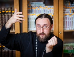 Протоиерей Димитрий Климов: «Чрезмерная официозность Церкви убивает ее дух»