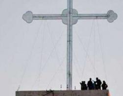 Христиане воздвигли гигантский крест в пригороде Мосула