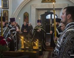 В Минском Свято-Духовом кафедральном соборе была совершена панихида по сотрудникам МВД, погибшим при исполнении служебного долга