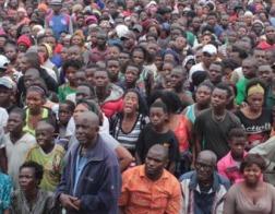 Раздача бесплатной пищи на молитвенном собрании в Замбии закончилась страшной давкой