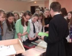 Студенты-теологи провели лекцию для старшеклассников Заславской гимназии