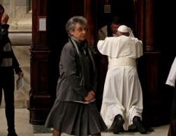 Папа Франциск возглавил богослужение, перед которым исповедался сам, а затем принял исповедь верующих