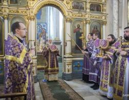 В Крестопоклонную Неделю Патриарший Экзарх совершил Литургию в Свято-Духовом кафедральном соборе города Минска