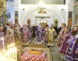 В 25-ю годовщину со дня архиерейской хиротонии митрополита Павла в Свято-Духовом кафедральном соборе города Минска состоялось соборное архиерейское богослужение