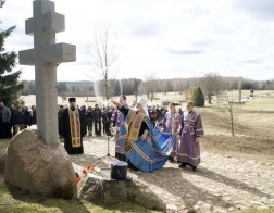 Патриарший Экзарх совершил чин освящения поклонного креста и заупокойную литию на территории государственного мемориального комплекса «Хатынь»