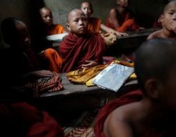 В Китае буддийский монах отговаривает беременных незамужних женщин от аборта и усыновляет их детей