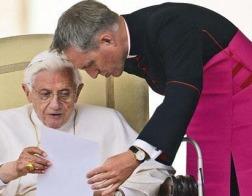 Секретарь Папы Бенедикта XVI признал существование в Ватикане «гей лобби», но отверг причастность Барака Обамы к отставке понтифика