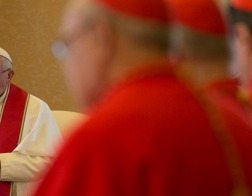 Папа Франциск проведет консисторию, которая предварит канонизацию 37 новых католических святых
