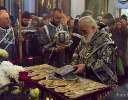 В канун Великой Субботы Патриарший Экзарх совершил в Свято-Духовом кафедральном соборе города Минска утреню с чином погребения Господа Иисуса Христа