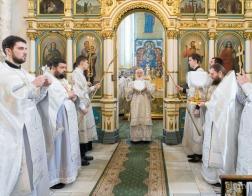 В Великую Субботу Патриарший Экзарх совершил вечерню и Литургию в Свято-Духовом кафедральном соборе города Минска