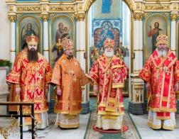 Патриарший Экзарх и архиереи Минской митрополии совершили Пасхальную вечерню в Свято-Духовом кафедральном соборе города Минска