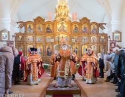 В субботу Светлой седмицы Патриарший Экзарх совершил Литургию в Преображенском соборе города Заславля